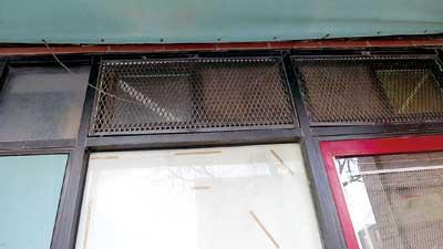 12岁女孩被撬窗偷走_中国城入室盗窃案频发:作案手法类似