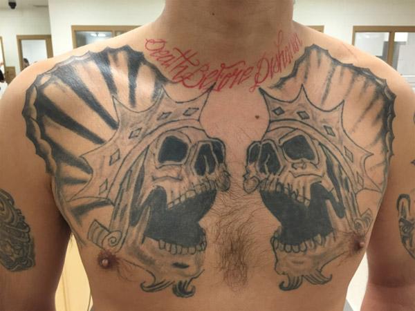 美国最大黑帮组织之一的「拉丁王」分子,刺青代表帮派的戴着皇冠骷髅