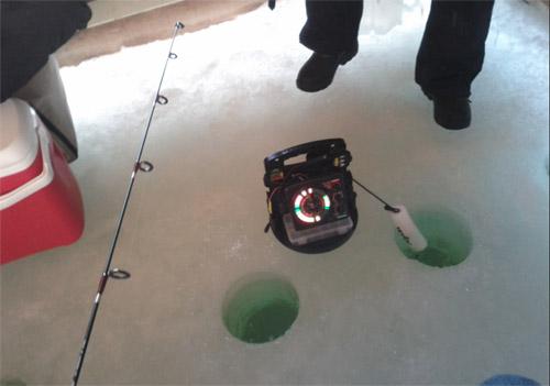 冰钓小屋内的场景